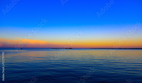 In de dag Meloen Sea sunset quietly