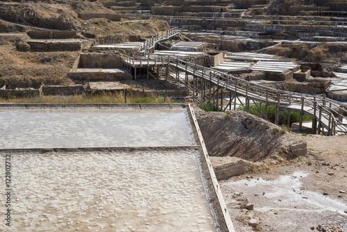Piscina de sal en el valle salado de Añana