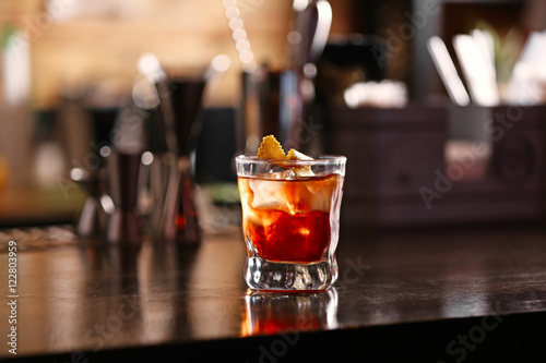 Foto op Aluminium Alcohol Tasty long drink on bar counter