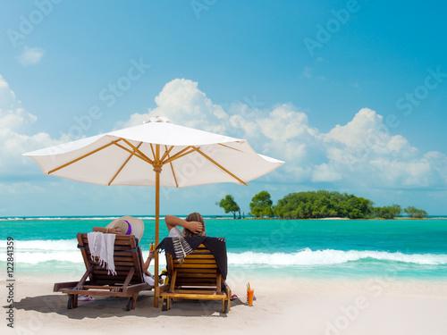 Foto op Aluminium Bali Couple on the beach in Bali Indonesia
