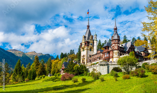 Fotobehang Kasteel Peles castle Sinaia in autumn season, Transylvania, Romania protected by Unesco World Heritage Site