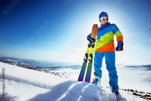 Fotografía  Happy skier in colorful clothes with ski
