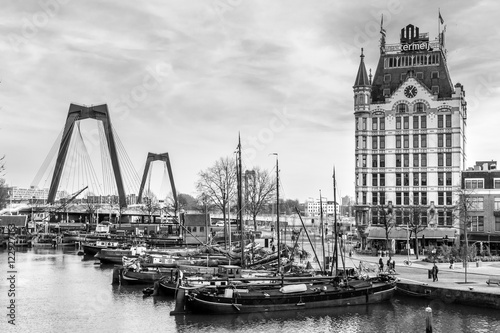 Staande foto Rotterdam A view on the Oude Haven, Rotterdam, The Netherlands (March 2016) taken from the Overblaak (Kubuswoningen) in black and white