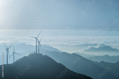 Obraz wind turbines on the blue ridge mountains - fototapety do salonu