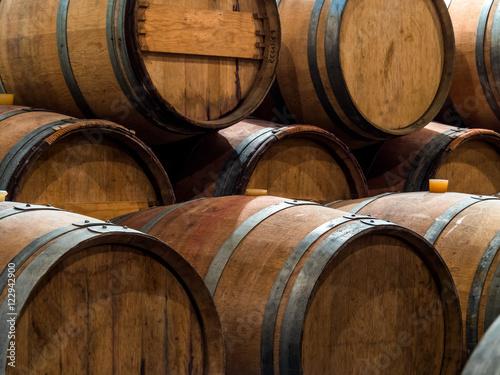 Cuadros en Lienzo Weinfässer in einem Weinkeller