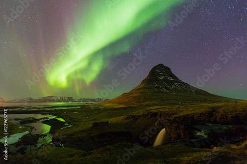 Foto auf Gartenposter Nordlicht Northern light over Kirkjufell volcano with fully stars on the sky, night view, natural landscape background