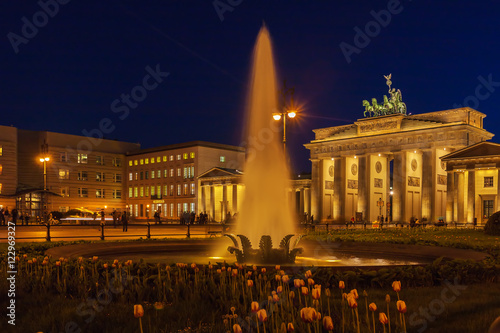 Keuken foto achterwand Berlijn Brandenburg gate illuminated in Berlin, Germany