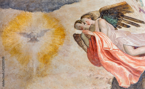 Fotografie, Obraz BRESCIA, ITALY - MAY 21, 2016: The fresco of angels adorating of Holy Spirit in church Chiesa del Santissimo Corpo di Cristo by Paolo da Caylina il Vecchio (circa 1501)