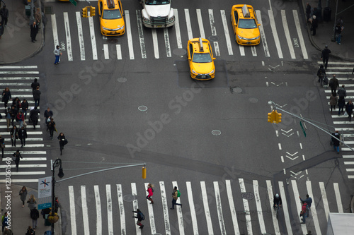 Staande foto New York TAXI People walking in busy intersection with taxi