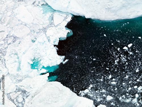 gory-lodowe-znajduja-sie-na-lodowcu-na-grenlandii