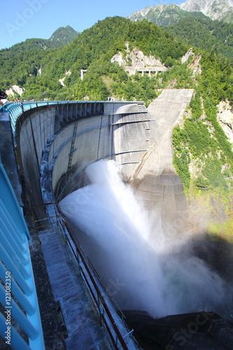 Deurstickers Dam Mt.Tateyama from Kurobe dam in Japan