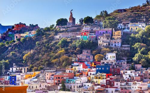 Foto op Canvas Mexico Many Colored Houses El Pipila Statue Guanajuato Mexico