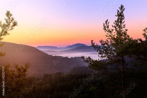 Sonnenaufgang im Dahner Felsenland © rphfoto