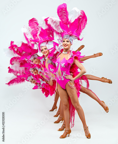 Cadres-photo bureau Carnaval Brazilian Carnival.Group of smiling beautiful girls in a colorful carnival costume