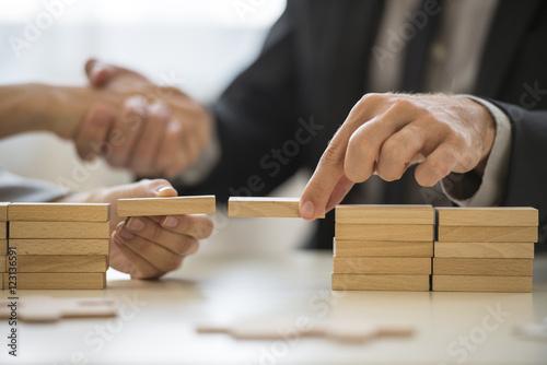 Foto auf Leinwand Brücken Teamwork or building bridges concept