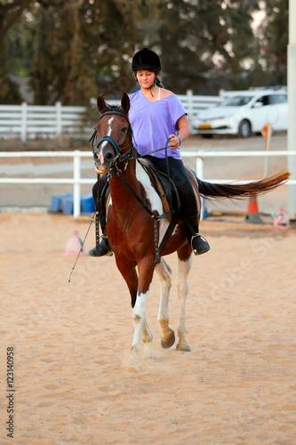 Papiers peints Equitation girl getting a horseback riding lesson