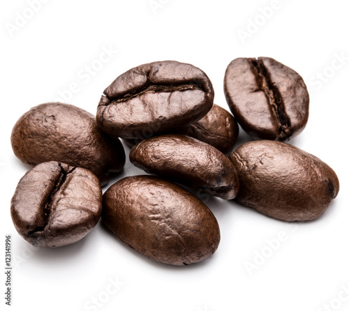 Poster Café en grains roasted coffee beans isolated in white background cutout