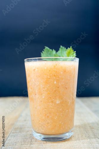 Fresh lemonade with green leafs Fototapete