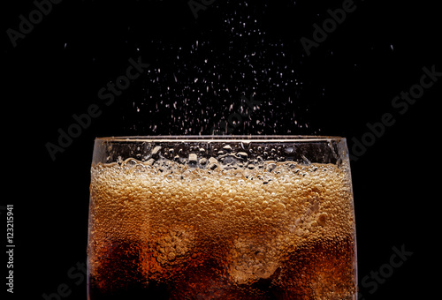 Ice cola with splashing CO bubbles. Canvas-taulu