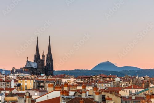 Obraz na plátně Clermont-Ferrand, The Cathédrale Nôtre-Dame-de-l'Assomption de Clermont faces th