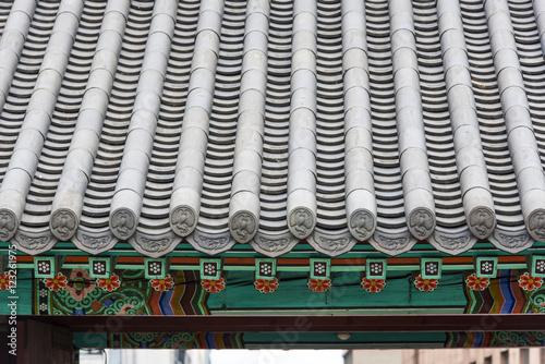 Fototapeta premium Tradycyjny azjatycki szary dach w Seulu