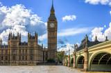 Fototapeta Big Ben - Big Ben und Westminster in London mit blauem, leicht bewölktem Himmel