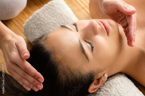 Photo  Close up of woman at reiki session.