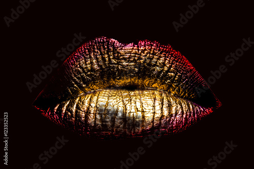 Fotografía  sexy golden metallized female lips