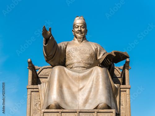 Statue of King Sejong at the Gwanghwamun square (光化門広場 世宗大王像) in Seoul, Korea Poster