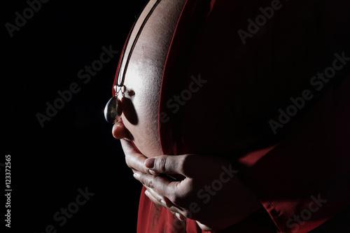 femme enceinte avec pendentif bola Canvas Print