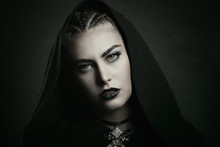 Vampire With Beautiful Green Eyes