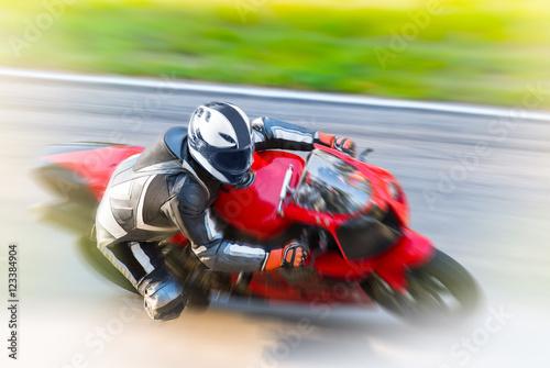 dynamiczne-wyscigi-motocyklowe