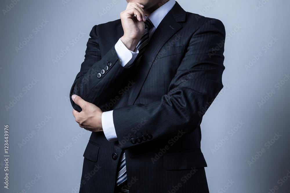 Fototapeta スーツを着ているビジネスマン、考える