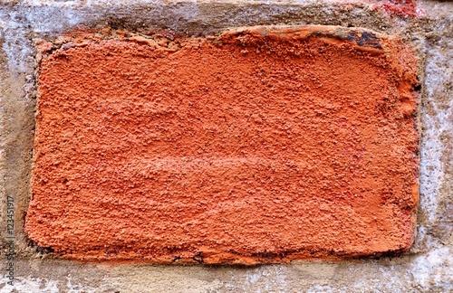 Fototapeta premium Czerwona cegła wmurowana w ścianę w zbliżeniu