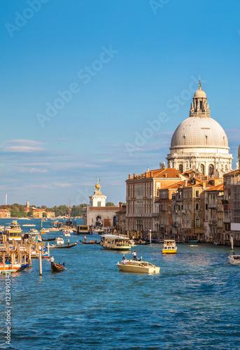 Fotobehang Venetie Basilica Santa Maria della Salute in Venice