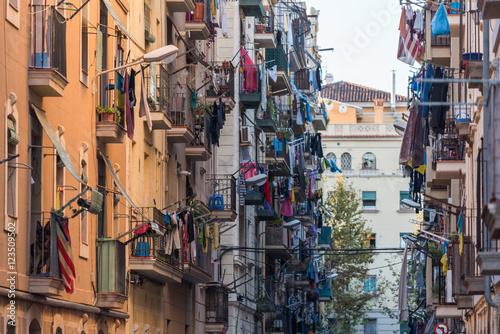 Fototapeten Schmale Gasse Barcelona, Spain