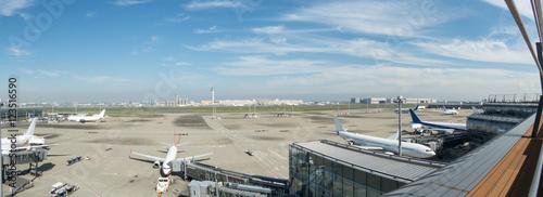 Fotobehang Luchthaven 羽田空港 国際線ターミナルからの風景
