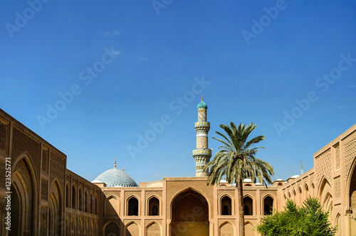 Exterior of famous Al-Mustansiriya University and Madrasah, Baghdad, Iraq Fototapet