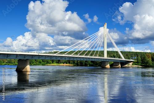 Fototapeta The Jatkankynttila bridge (Lumberjack Candle Bridge) over Kemijo
