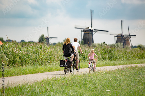 Fototapeta premium Family on bikes in nature