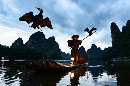 Foto op Aluminium Guilin silluet fisherman of Guilin, Li River and Karst mountains. Xingping, Yangshuo County, Guangxi Province, China.