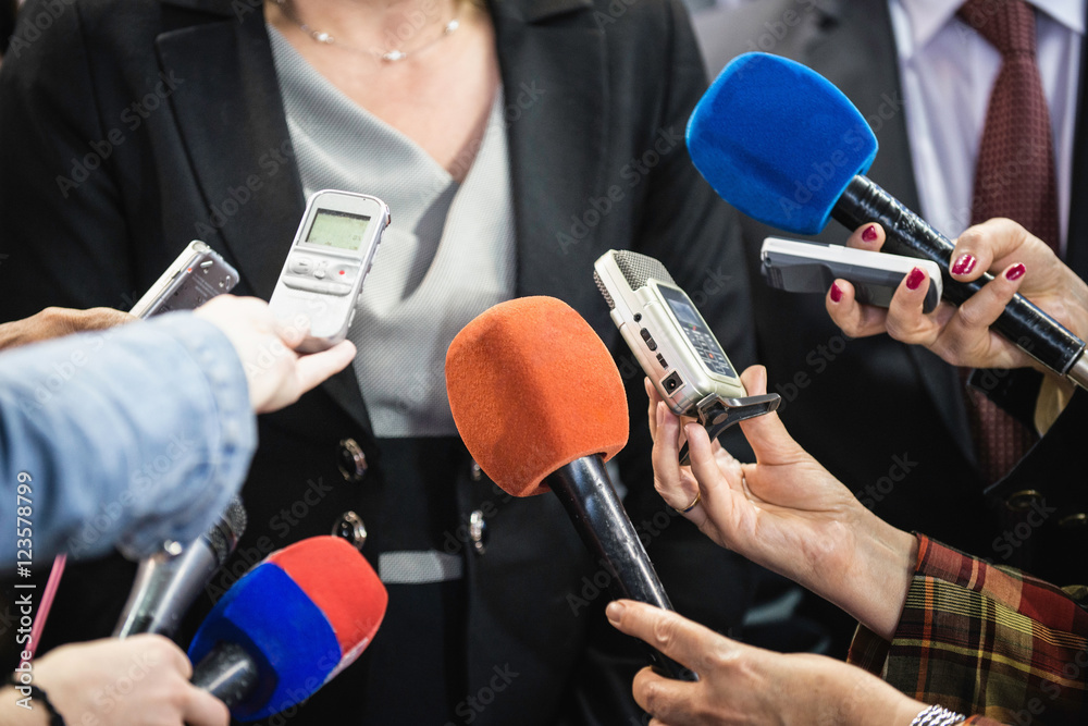 Fototapety, obrazy: Female politician surrounded with journalists