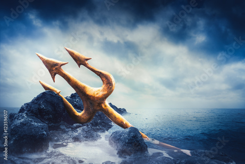 Photo  High contrast image of Poseidon's trident at sea