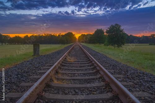 Keuken foto achterwand Spoorlijn Bahnstrecke in den Sonnenuntergang