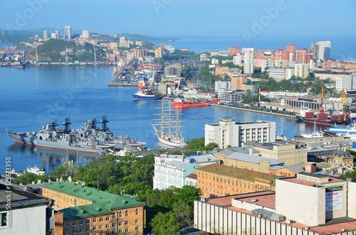 Fotografie, Obraz  Панорамный вид Владивостока и бухты Золотой рог летом