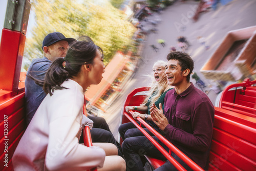 Poster Attraction parc Happy young friends having fun on amusement park ride