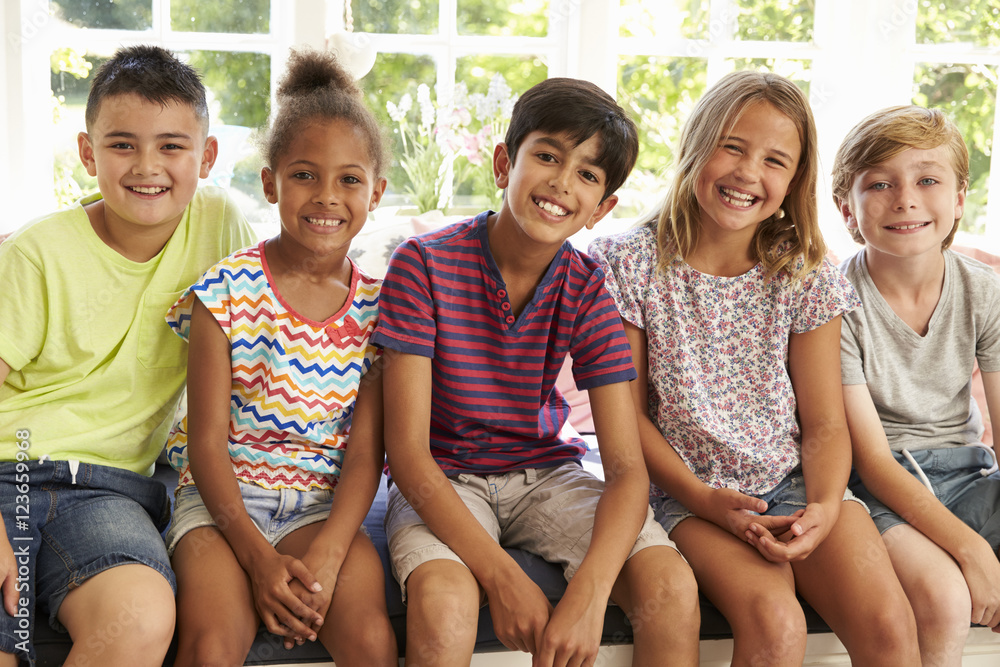Fototapety, obrazy: Group Of Multi-Cultural Children On Window Seat Together