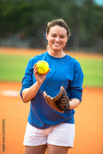 Fotografie, Obraz  Young woman softball player pitching ball