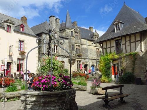 Fotografie, Obraz  Place du Puits à Rochefort-en-Terre (France)