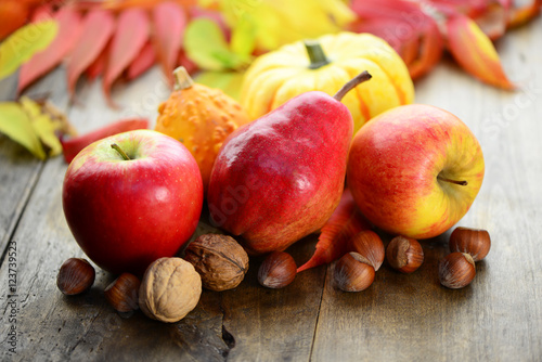 Herbst Obst Ernte Nusse Buy This Stock Photo And Explore Similar